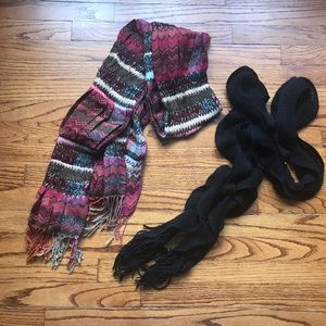 2 Scarves 🧣Gently Used
